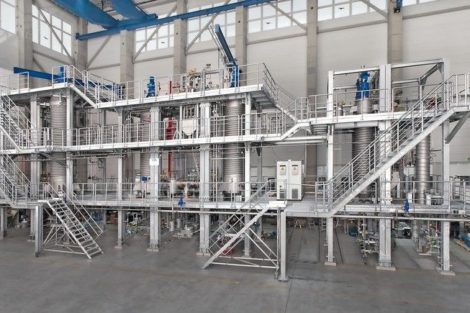 Roots pumps for vacuum distillation